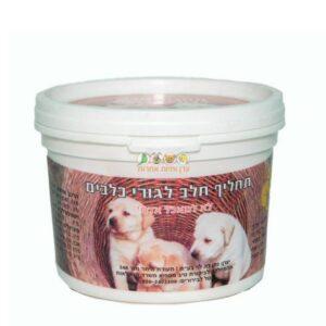 אריזה של תחליף לחלב אם של גורים של כלבים