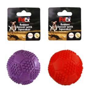 צעצוע כדור מצפצף לכלבים באריזה של פטקס
