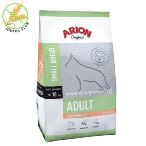 שק מזון לכלב מגזע קטן בטעם בשר סלמון של חברת אריון